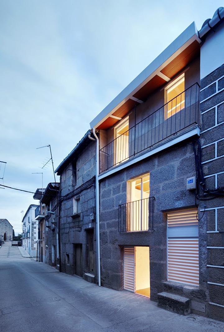 Casa luz vivienda unifamiliar en cilleros c ceres for Vivienda unifamiliar arquitectura